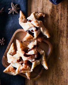 Näiden vuohenjuustotorttujen makean viikunahillon ja suolaisen vuohenjuuston yhdistelmä on täydellinen! Suolainen joulutorttu saa rouheutta rukiisesta taikinasta.