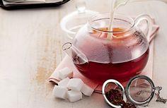 Você conhece o chá de rooibos?    Tão popular na África do Sul quanto o cafezinho entre nós, a bebida ganha o mundo por causa dos seus benefícios à saúde.     O rooibos é adocicado, com um ligeiro aroma de terra, que remete à paisagem seca e cheia de arbustos onde ele cresce. Mas, se quiser um gosto ainda mais doce, acrescente leite e um pouco de açúcar. Ou, após o jantar, experimente uma versão que substitui a sobremesa - e que os sul-africanos simplesmente adoram devorar.
