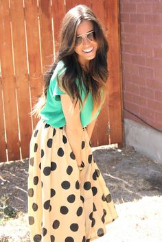 fashion girl green and cream with black dots the best combination :) ánd glasses