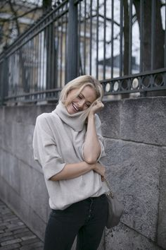 Vittoria cashmere tunic is the perfect Christmas present for yourself or a loved one. The sweater is made of 100% cashmere and feels silky soft on skin.  Gifts for her, Bmuir, Balmuir, fashion