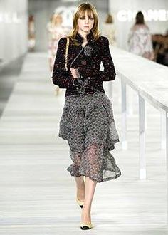 Chanel Spring 2004 Runway - Chanel Ready-To-Wear Collection - ELLE