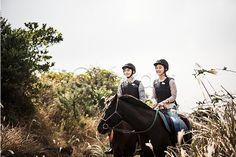 #Jeju #island #riding #couple  #photo #image #iclickart #제주도, #승마, #억새, #커플 #사진 #이미지 #아이클릭아트