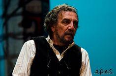 Partenza di stagione col botto per il teatro Troisi con Gigi Savoia – VIDEO   Report Campania