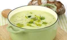 Creamy Leek and Potato Soup Recipe . This creamy soup loaded with chicken, potatoes & leeks, made in slow cooker - perfect for dinner. Recipe: Leek and potato Slow Cooker Potatoes, Crock Pot Potatoes, Creamed Potatoes, French Potatoes, Potato Leek Soup, Onion Soup, Soups And Stews, Soup Recipes, Vegetarian Recipes
