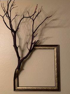 Diy Home Crafts, Wood Crafts, Diy Home Decor, Tree Branch Decor, Tree Branches, Tree Branch Crafts, Branch Art, Deco Originale, Frame Crafts