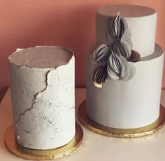 Modern Wedding Cakes Make your event with an incredibly modern twist like one of our concrete cakes! Amazing Wedding Cakes, Fall Wedding Cakes, Wedding Cake Designs, Pretty Cakes, Beautiful Cakes, Concrete Cake, Naked Cakes, Modern Cakes, Apple Smoothies