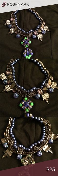 😍 Beautiful Necklace Beautiful necklace in excellent condition. I love the way it stand out on its on and can make any outfit complete. Jewelry Necklaces
