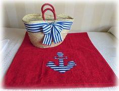 Ya está aquí el verano…….Bonita toalla marinera con capazo a juego