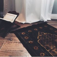 Learn Quran Academy is a platform where to Read Online Tafseer with Tajweed in USA. Best Online tutor are available for your kids to teach Quran on skype. Mecca Wallpaper, Quran Wallpaper, Islamic Quotes Wallpaper, Islamic Girl, Islamic Prayer, Prayer Mat Islam, Islamic Images, Islamic Pictures, Muslim Pictures