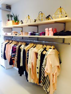 Boutique Interior, Clothing Store Interior, Boutique Decor, Cafe Interior Design, Clothing Store Design, Bed Designs With Storage, Closet Designs, Shop Interiors, Room Decor Bedroom