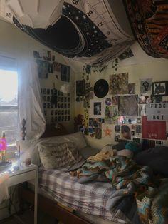 Room Design Bedroom, Room Ideas Bedroom, Bedroom Decor, Edgy Bedroom, Pretty Bedroom, Bedroom Inspo, Indie Room Decor, Cute Room Decor, Chill Room