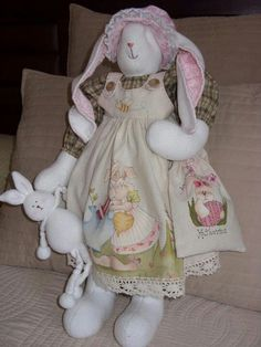 Coelha Soft Dolls, Rabbits, Old And New, Doll Clothes, Sewing Projects, Bunny, Creatures, Easter, Patterns