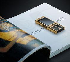 Mobiado Dream Color Series : The Professional 3 DC – Gustav Klimt Gustav Klimt, Fancy Watches, Smartphone, Painting, Gold, Piet Mondrian, Billionaire Lifestyle, Luxury Living, Mobile Phones