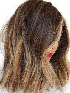 See here so many awesome shades of brunette balayage hair colors for mid length and long hair looks. This fantastic hair color is considered most suitable for choice for bold ladies to try in 2020.