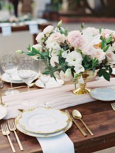 Gorgeous wedding reception table decor; photo: Carmen Santorelli