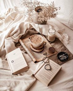 carina norway bookworm on Any new romcoms / comedies youre absolutely loving Im currently watching I Feel Pretty for the third time, its just the coolest. Cozy Aesthetic, Cream Aesthetic, Autumn Aesthetic, Brown Aesthetic, Christmas Aesthetic, Aesthetic Vintage, Aesthetic Coffee, Aesthetic Backgrounds, Aesthetic Iphone Wallpaper