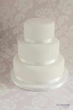 plain 3 tier wedding cake 1000 images about wedding cakes on white 18630
