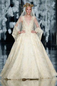 YolanCris 2016 Bridal Kollektion Barcelona Bridal Fashion Week http://www.hochzeitswahn.de/inspirationsideen/yolancris-2016-bridal-kollection/ #weddingdress #fashion #style