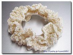 余った毛糸と、その辺に転がってるヘアゴムだけで出来る簡単シュシュです。 (追記:編み図3を更新しました)
