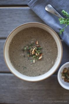 Veggie num num : Mushroom Soup I made this yesterday.no butter, no cream but absolutely delicious! Vegan Mushroom Soup, Mushroom Soup Recipes, Veggie Recipes, Vegetarian Recipes, Healthy Recipes, Protein Recipes, Vegetarian Protein, Veggie Soup, Detox Soup