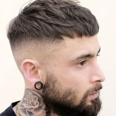 95 Inspirational French Hair Trends Will Be Huge In 2019 - pirateverbatim - Mens Hairstyles With Beard, Cool Hairstyles For Men, Undercut Hairstyles, Hair And Beard Styles, Haircuts For Men, Classic Mens Hairstyles, Short Fade Haircut, Short Hair Cuts, Short Hair Styles