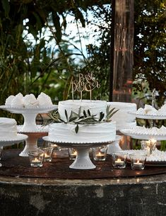 A timeless collection inspired by the richness of 18th century ceramics. Each handmade piece of fine stoneware is single fired to create a unique ceramic body with a special bond between the clay body and the glazed surface. The high-gloss finish and embossed, beaded edge add a touch of traditional elegance and European sophistication to any table.