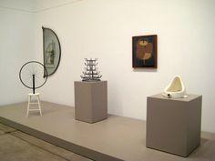 """""""El erotismo que manifiesta la obra de Duchamp es principalmente la configuración del deseo y su insatisfacción, como los presenta al abordar temas como la masturbación (Rueda de bicicleta), el encuentro de los sexos (Porta botellas), el deseo sexual (L.H.O.O.Q.) y la imposibilidad del amor (¿Por qué no estornudar Rose Sélavy?). Duchamp creó efectivamente una nueva estética erótica en el arte moderno"""" Tomado de http://lisablanco.blogspot.mx/"""