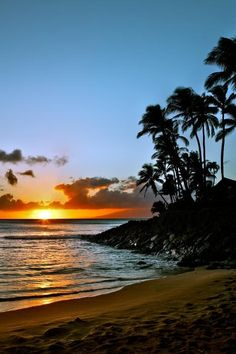 Favorite spot in Maui. Napili Bay ❤️ The Traveling Vixen Trip To Maui, Vacation Trips, Dream Vacations, Vacation Spots, Oh The Places You'll Go, Places To Travel, Places To Visit, Beautiful Sites, Beautiful Beaches