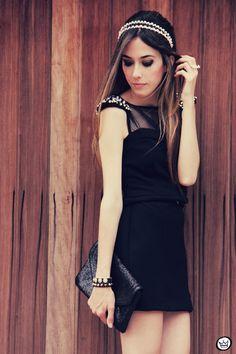 http://fashioncoolture.com.br/2012/10/24/look-du-jour-back-to-black-2/