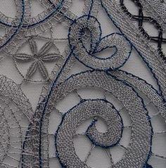 Pro zákazníka z České republiky - stejně jako uprasátekarybiček. Zlatá nebo stříbrná metalická příze Titano doplněná dalšími metalickými přízemi materiály v zelených a modrých tónech. Krajka je ve finále našitá na kostře, kterou jsme nechaly vyrobit na míru (na fotografiích … Bobbin Lacemaking, Lace Heart, Lace Jewelry, Needle Lace, Lace Design, Lace Detail, Aromatherapy, Butterfly, Handmade