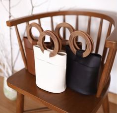 Purses And Handbags Diy Leather Bags Handmade, Handmade Bags, Leather Craft, Purses And Handbags, Leather Handbags, Leather Tutorial, Wooden Bag, Diy Handbag, Handbag Patterns