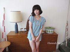 CliPick 的HANNAH SHOP 的日牌 立體民族風彩色繡花飄袖棉衫 粉藍 特$750 *Hannah shop