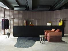 Acne Studios Aoyama, kolla golvet gråbetsade byggskivor!