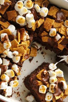 This S'mores Brownies will be the perfect recipe to serve up this summer! #cakerecipesfromscratch #smoresbrownies #smoresbrownieslabuan #smoresbrownies🍫 #smoresbrowniesmarshmallow #smoresbrowniesundae #smoresbrowniesjb #smoresbrowniesph #summerrecipe Summer Recipes, Easy Recipes, Easy Meals, Cooking Recipes, Healthy Recipes, Chocolate Ganache Filling, Chocolate Cupcakes, Brownie Recipes, Chocolate Recipes