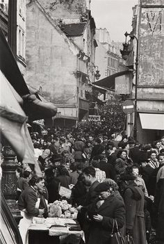 GORDON PARKS (1912-2006) PARIS, RUE MOUFFETARD, 1950-1952 Ti