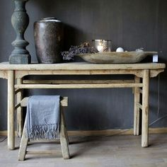 Studio Floral Dora Santoro: Bancos de Madeira - Health and wellness: What comes naturally Hallway Decorating, Interior Decorating, Decorating Ideas, Decor Ideas, Sober Living, Wooden Stools, House Entrance, French Furniture, Small Tables