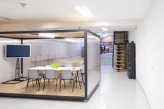 Coworking Magma Espacio / equipoeme estudio #Magma #Espacio #coworking #Ourense #equipoeme #interiorismo #oficina #diseño  #salareuniones Co Working, Divider, Table, Room, Offices, Furniture, Home Decor, Ideas, Interior Design Studio
