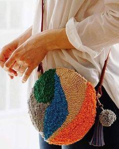 Bordado Floral, Bag Women, Diy Tassel, Punch Needle, Rug Hooking, Fabric Crafts, Canvas Fabric, Textiles, Weaving