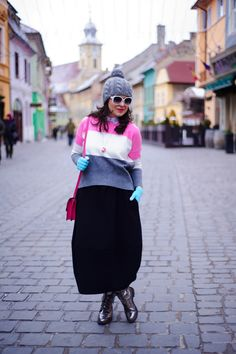 Marshmallow look: winter outfit, grey beanie, pink bag, minty mittens, oversized white glasses, colour block sweater, pink grey white