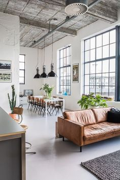 30 Cozy Industrial Living Room Design Ideas That Will Amaze Your Guests – Home and Apartment Ideas Loft Apartment Decorating, Apartment Interior, Apartment Living, Apartment Ideas, Cozy Apartment, Loft Interior Design, Loft Design, Modern House Design, Lofts