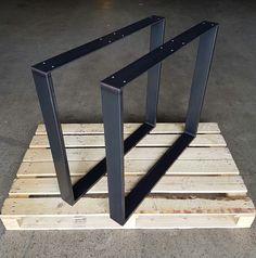 Tischkufen aus Stahl im Industrielook, oder hergestellt aus Edelstahl V2A Korn 240 geschliffen, sind für Tischplatten aus Massivholz bestens geeignet. Die Zusammenführung beider Produkte stellen...