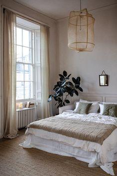 Small Room Bedroom, Home Bedroom, Bedroom Decor, Calm Bedroom, Bedrooms, Linen Bedroom, Natural Bedroom, New Room, Apartment Living