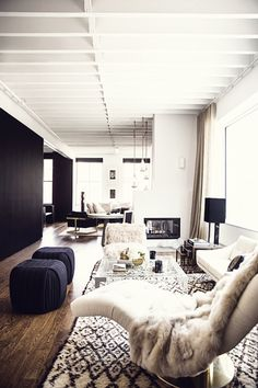 INTERIOR, INTERIOR DESIGN, HOME DECOR, DECORATING, LIVING ROOM, APARTMENT, BLUE OTTOMAN, FUR