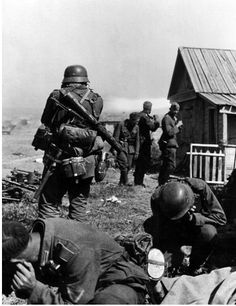 German infantry waiting for the attack on Don's right bank. Some soldiers stopped their ears deafened by the sound of gunfire. Russia, August 1942
