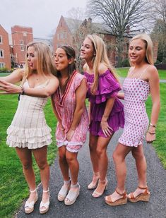 🌵🌞💫Explore positive energy ideas DIY with best friends! 🌵🌞💫Explore positive energy ideas DIY with best friends! Cute Friend Pictures, Best Friend Photos, Hoco Dresses, Dance Dresses, Cute Preppy Outfits, Summer Outfits, Foto Instagram, Cute Friends, Poses