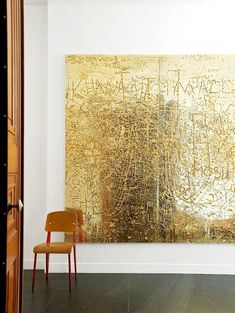 Rudolf Stingel Untitled and a Jean Prouvé chair Contemporary Abstract Art, Modern Art, Art Feuille D'or, Rudolf Stingel, Gold Leaf Art, Off The Wall, Painting Inspiration, Diy Art, Art Projects