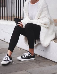 Take a look at 35 casual winter outfits with leggings you have to try in the photos below and get ideas for your own cold weather outfits! Leggings is the magic answer when it comes to fall & winter outfits,… Continue Reading → Outfits Leggins, Outfits With Converse, Cardigan Outfits, Cute Outfits With Leggings, White Cardigan Outfit, Leggings And Converse, Comfy Legging Outfits, Black Leggings Outfit Fall, Chucks Outfit