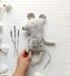 Mouse Rat stuffed animal linen flax soft toy with dried lavender mindfulness christmas gift New mom gift basket Softies, Cute Gifts, Baby Gifts, Muñeca Diy, New Mom Gift Basket, Rat Toys, Handmade Stuffed Animals, Kit Bebe, Sewing Dolls