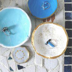 4 DIY faciles à faire avec de la pâte Fimo Vide Poche Design, Diy Projects To Try, Clay Crafts, Homemade, Plates, Tableware, Marie Claire, Minecraft, Art Deco