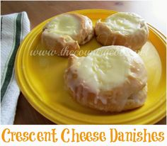 Easy Cheese Danishes {uses crescent rolls!} I need to host a brunch just to have an excuse to make (and eat) these! Just Desserts, Delicious Desserts, Yummy Food, Health Desserts, Breakfast Dishes, Breakfast Recipes, Breakfast Club, Crescent Roll Recipes, Crescent Rolls